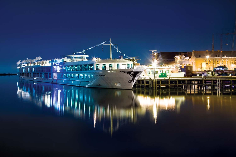 UniWolrd-River-Cruise-Antoinette | AARDY.com