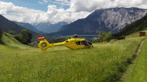 rescue-helicopter-1737441_1920