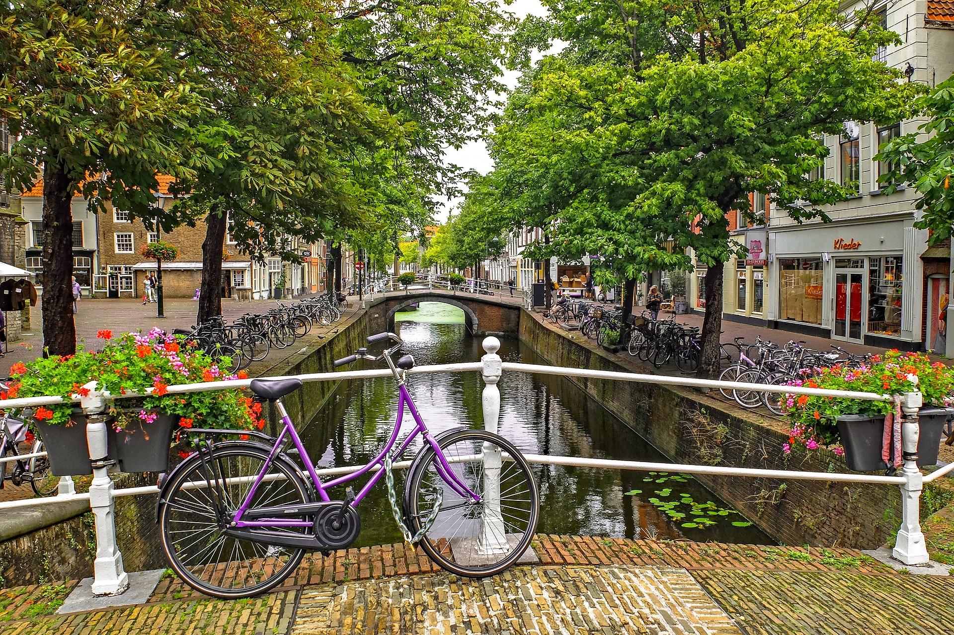 Emerald-Waterways-Canal   AardvarkCompare.com
